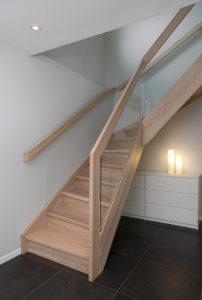 Tett trapp med forus rekke og glass innfrest-0